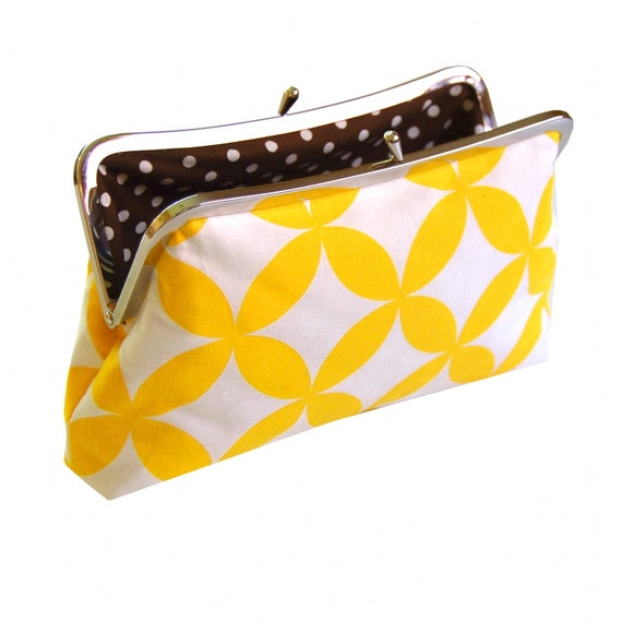 Clutch purse in yellow geo