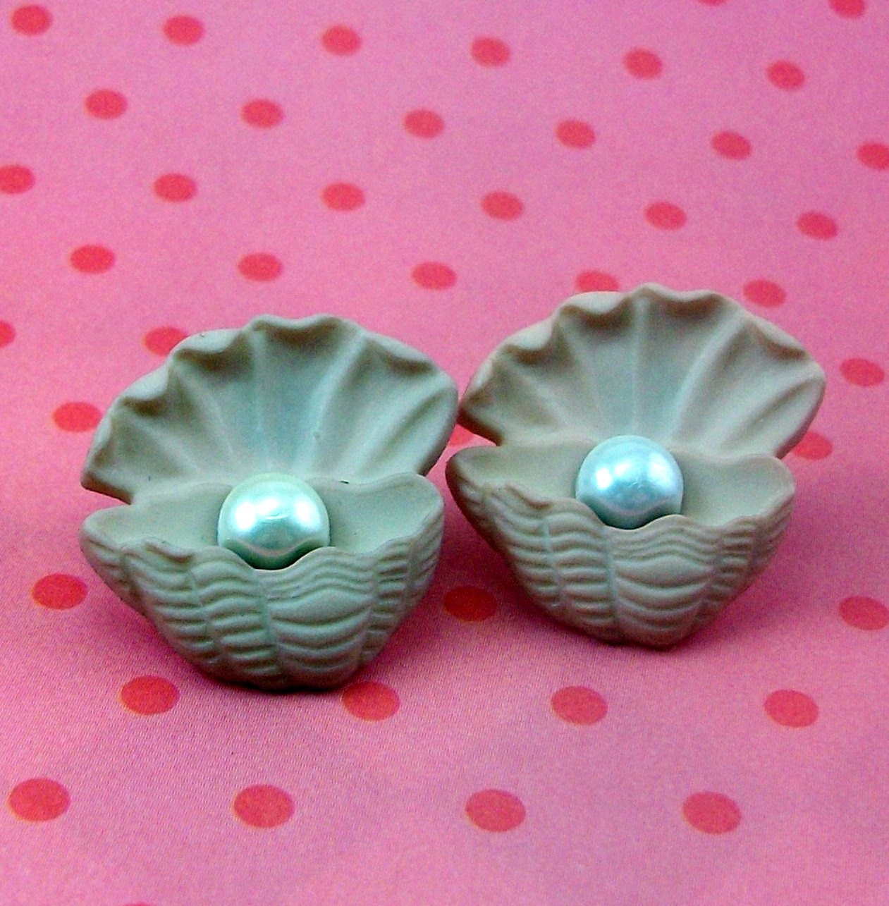 clams-with-pearls-inside