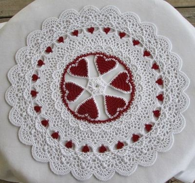 Free Crochet Pattern For Heart Doily :  CROCHET HEART DOILY PATTERNS