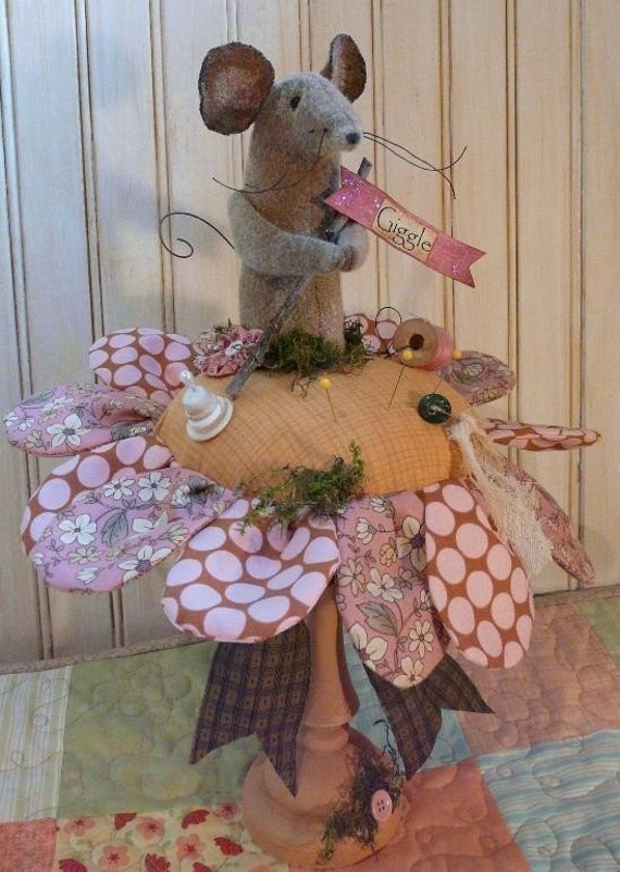 Lil Posie & Mouse Pin keep PDF pattern - Big pincushion cushion wool amy butler fabric flower primitive  sewing notion