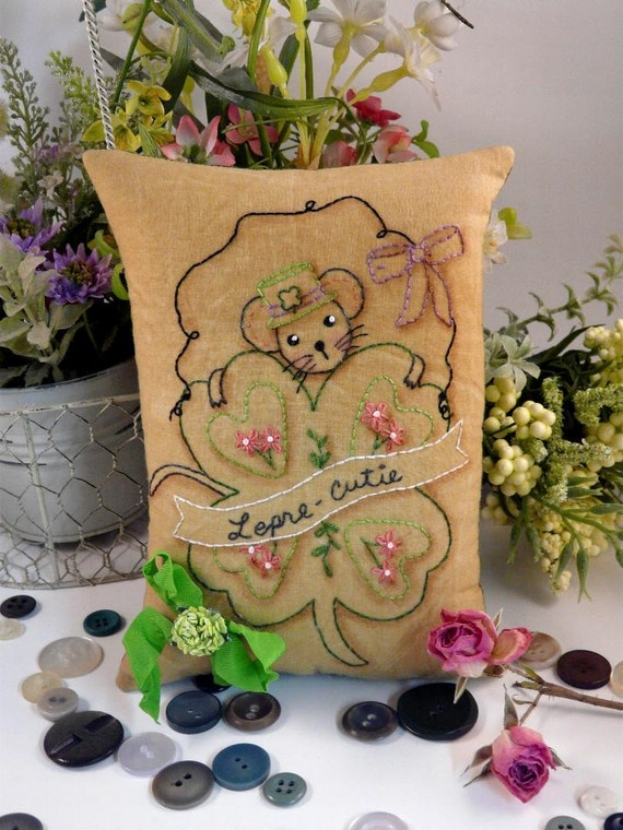 Shamrock Mouse Stitchery E Pattern - email Pdf primitive leprechaun Saint Patrick's day  St. pillow pinkeep tag pin cushion tuck