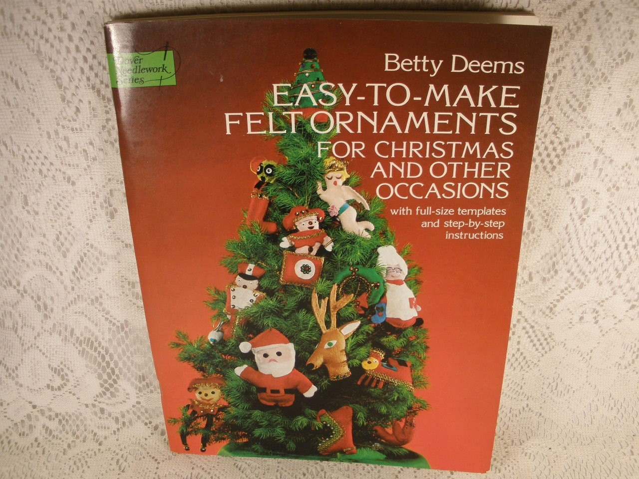 Easy-to-Make Felt Ornaments for Christmas and Other Occasions - with Full-Size Templates and Step-by-Step Instructions Betty Deems