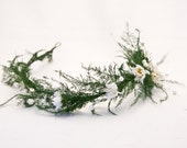 woodland wedding wreath, in green with daisies and pearls - BeSomethingNew