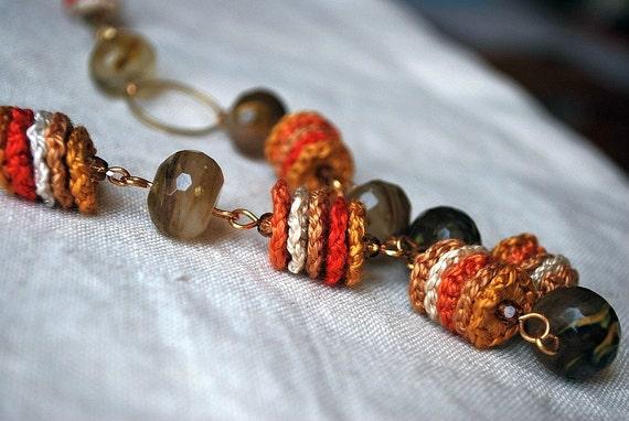 Длинные ожерелья вязания крючком.  Бисера Boho ювелирные изделия.  Шикарный богемный.  Оттенки оранжевого
