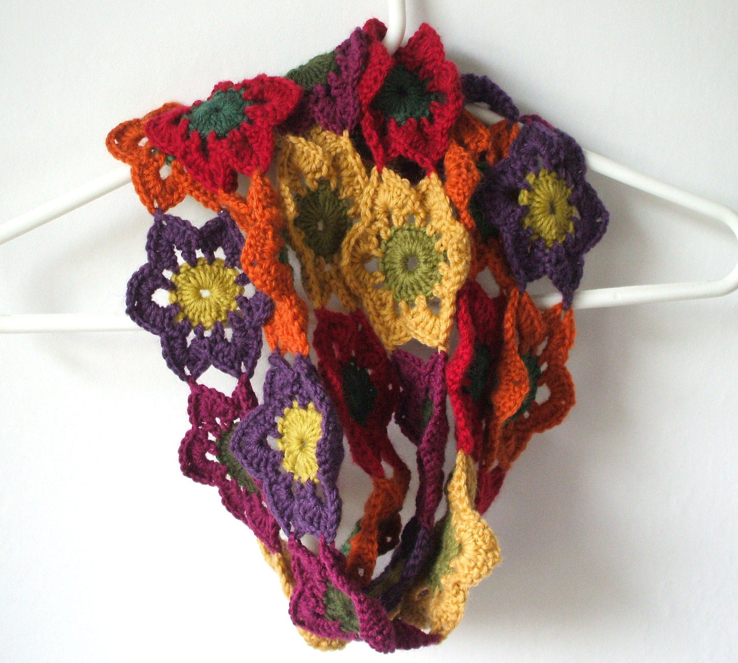 crochet flower autumn fall scarf from yarnhappiness Crochet Flower Scarves