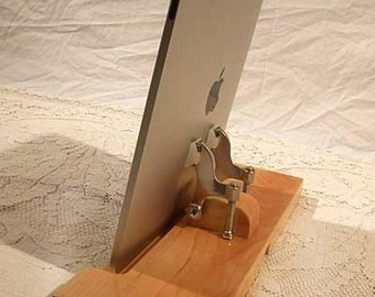 iPad - iPhone - iPod - Dock - Sync and Charging Station - Maple - style V1 (Yes for the iPad )