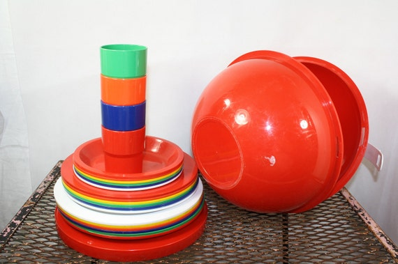vintage 60's mid century red ball picnic set atomic orb outing set