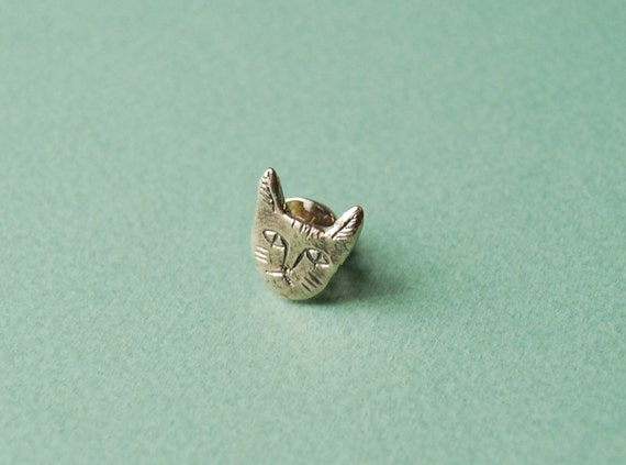 Cat face lapel pin