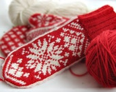 KRISTINA  Mittens in Traditional Scandinavian Snowflake Pattern