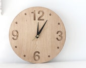 Wall clock made out of solid oak, convex round shape minimalistic style - DesignAtelierArticle