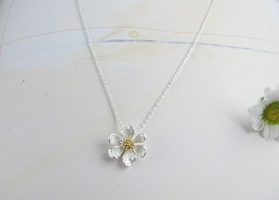 pure daisy flower necklace