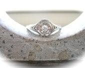 Stunning Vintage 18K White Gold and Diamond Filigree Ring - LeeAndreasVintage