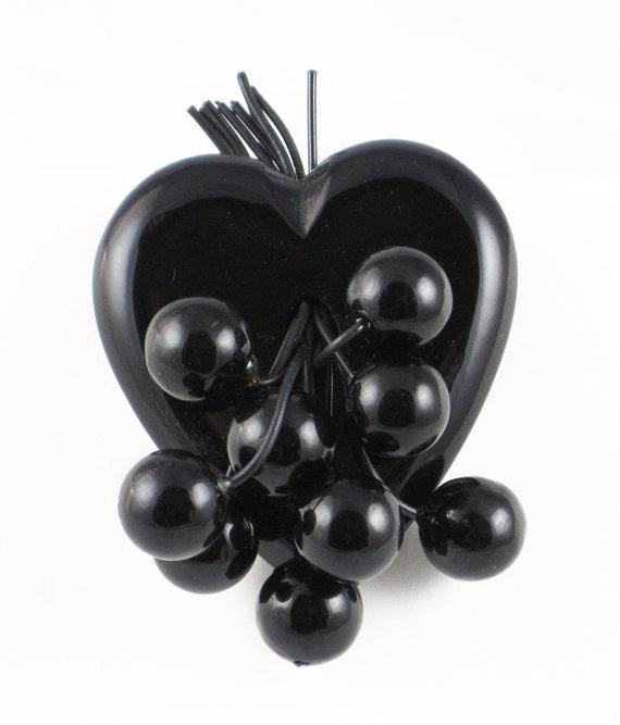 Vintage 40s Bakelite Heart Brooch - Black