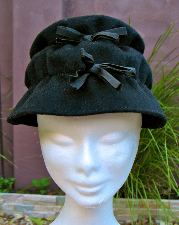 Vintage 1950s Black Felt  Bow Hat