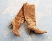 vintage 70s Boots - Knee High Boots - Beige Suede Slouch Boots Sz 7 - jessamity