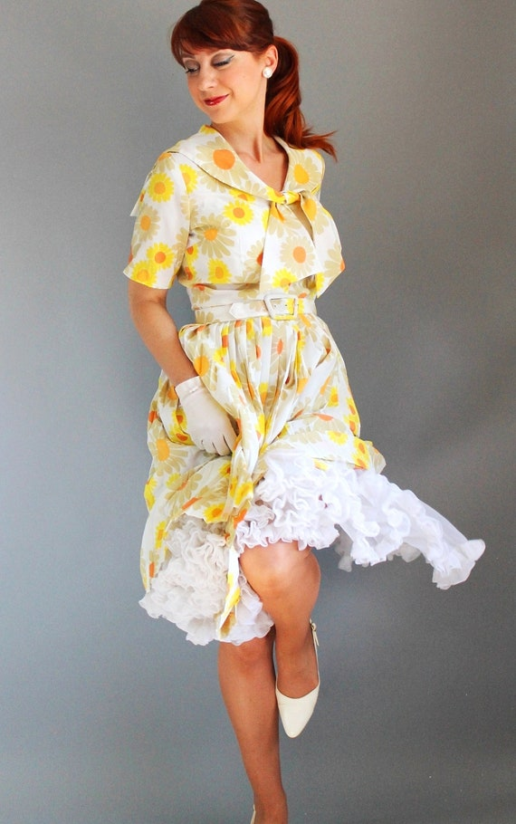 yellow and white vintage dress with tie neckline and belt by GoGoVintage