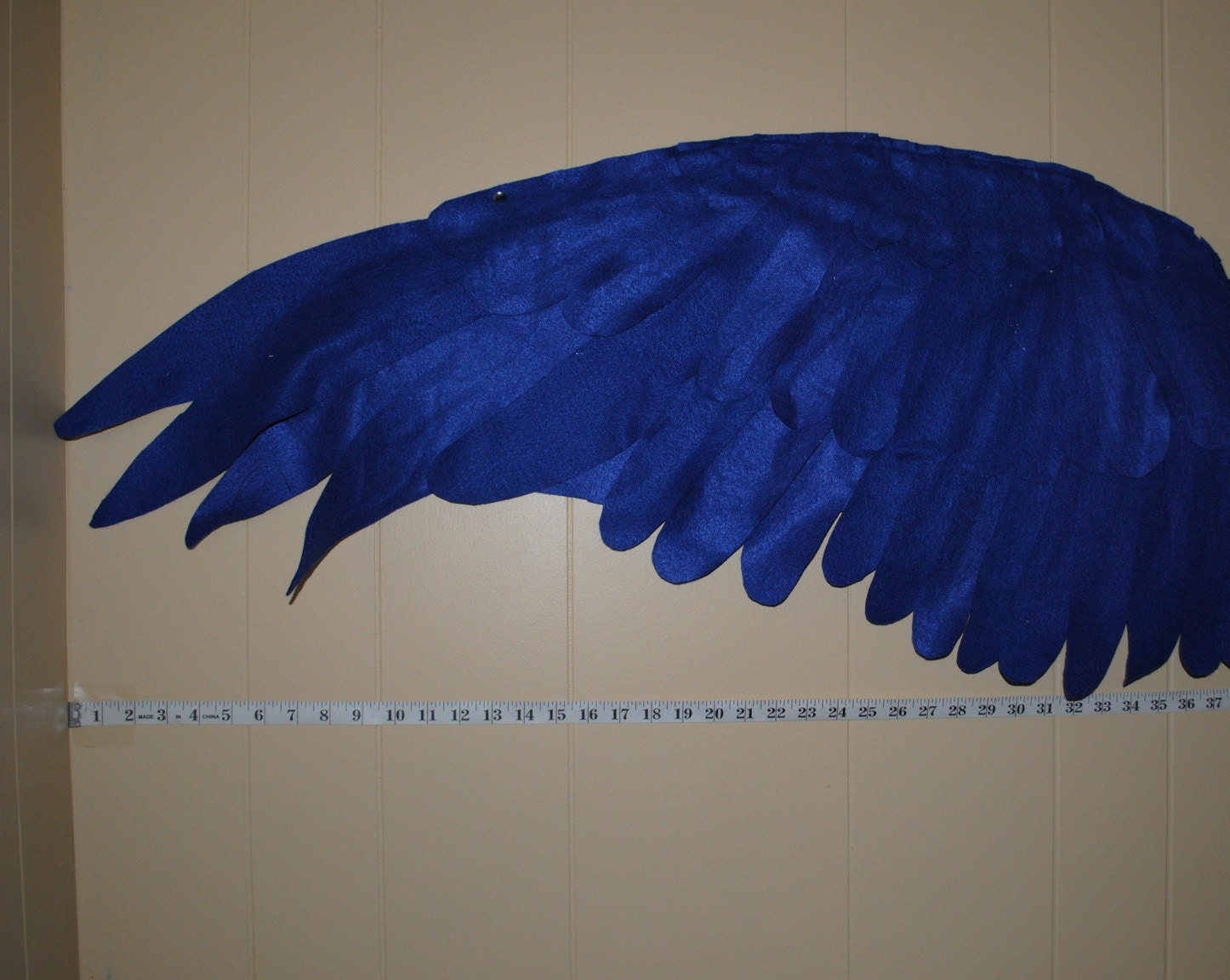 Eri of Llevo el invierno has a diy tutorialpattern available on her site for these super fun bird wings for kids