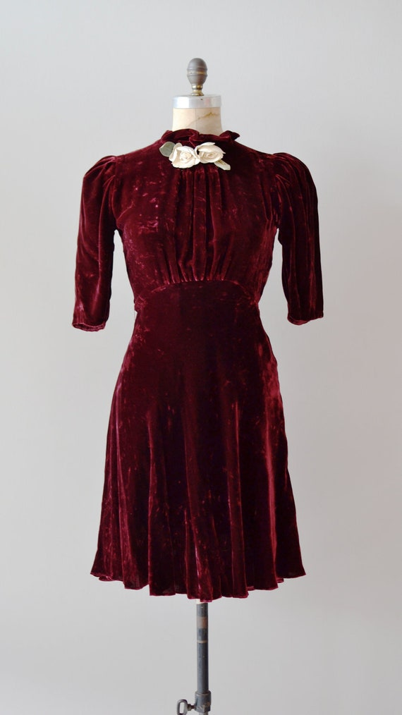 vintage velvet dress from the 30s in garnet red with flowers at neckline