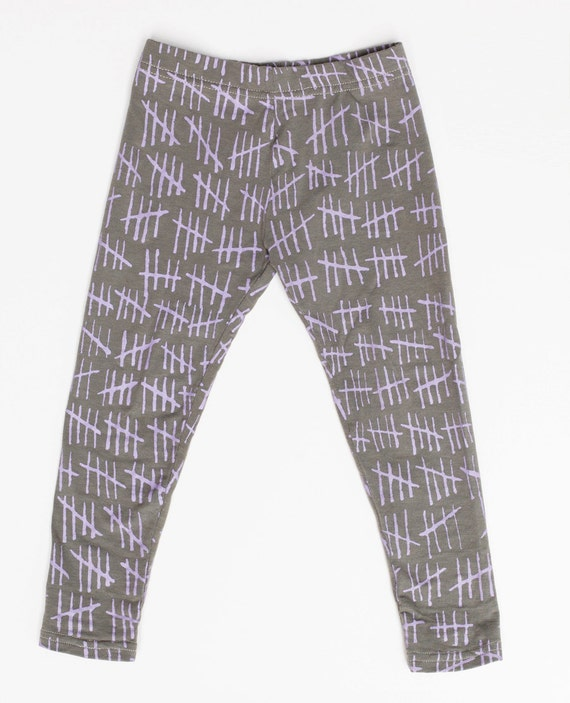 Hash Mark Leggings in Lavender on Grey/Green