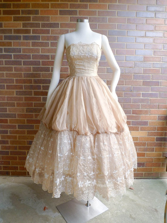 Vintage 1950's Dress - FANTASTIC Tea Length Coffee Cream Party Prom Gown w/ Lace - sz S/M