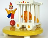Irmi Style Musical Nursery Lamp 80s / Circus Theme / Rock-A-Bye Baby Tune - AttysSproutVintage