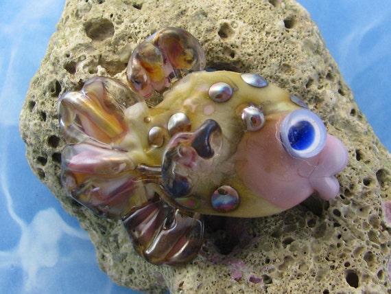 Lampwork Fish Bead - Kissy Lips