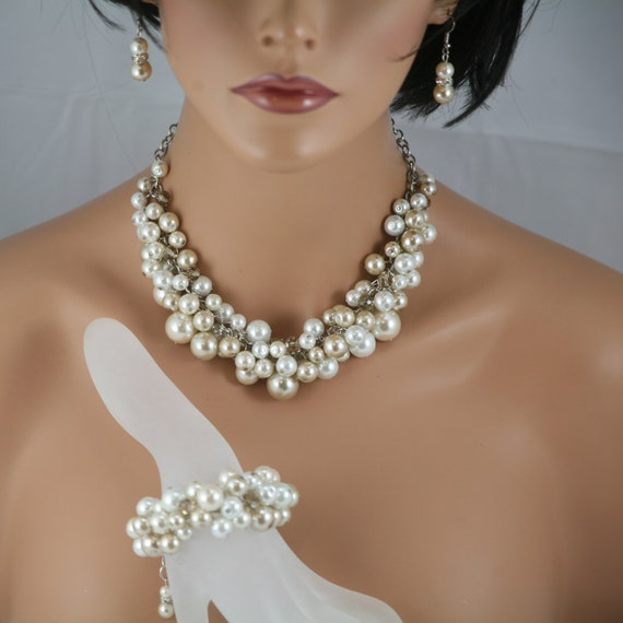 Chunky champagne white and ivory pearl and crystal necklace bracelet and earrings - wedding jewelry,  Bridesmaids jewelry Brides jewelry