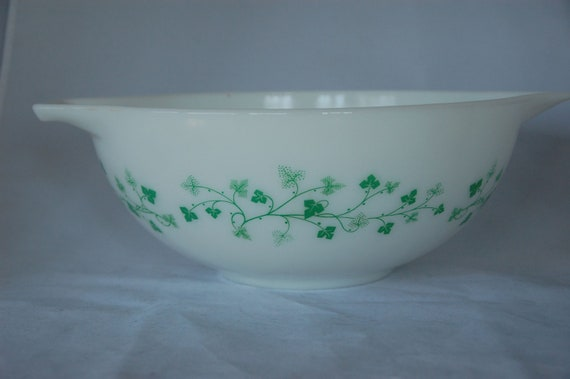 Pyrex Ivy Cinderella Mixing bowl white green