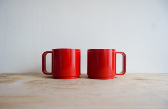 Mod red plastic cups, made in Italy by STYLE from the 1960's