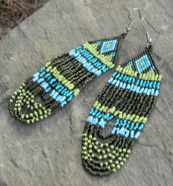 Native American Peyote Beading Patterns http://www.etsy.com/listing/106348267/native-american-style-seed-bead-earrings