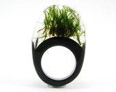 Moss Ring, Unique Clear and Black Resin Ring with Natural Moss - sisicata