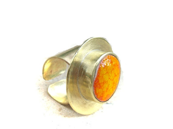 Statement ring, in brass and orange ceramic, adjustable