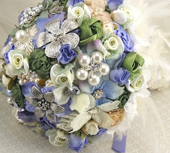 Брошь Букет Jeweled Букет невесты в барвинок, слоновая кость и зеленый с перьями-Полностью Vintage