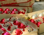 36 Shiny Brite Ornaments, 30 red bulbs, 1 gold bulb, 5 silver bulbs, Snow Topped Christmas Bulbs,Tree Trimming - vintageatmosphere
