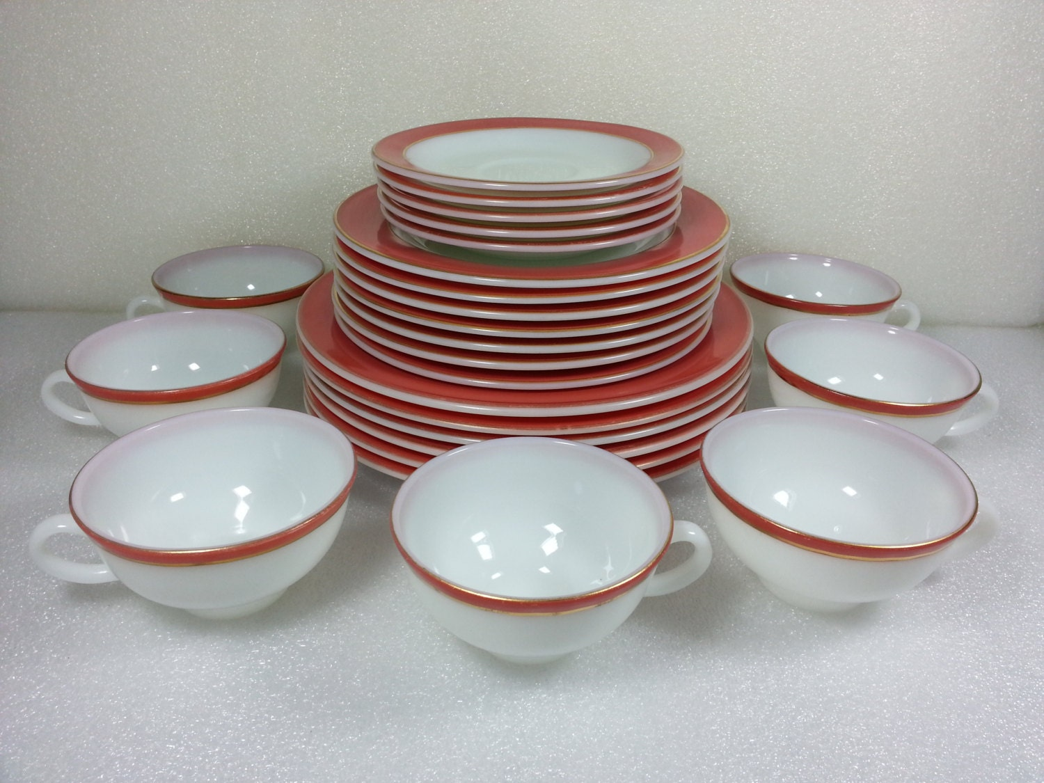 Vintage Pyrex Flamigo Pink Dinnerware Set - 25 Piece & Boyertown Pennsylvania Treasure Hunters