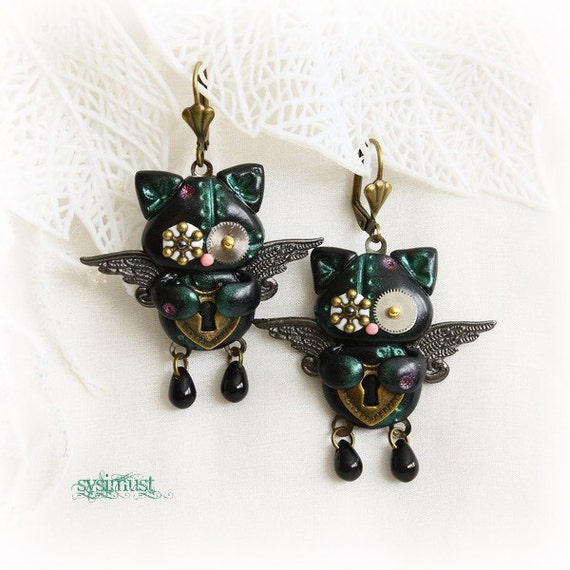 Steampunk cat. Steampunk kitten. Cat earrings. Kitten earrings. Clay cat. Clay kitten. Clay animal. Polymer clay. Steampunk earrings.