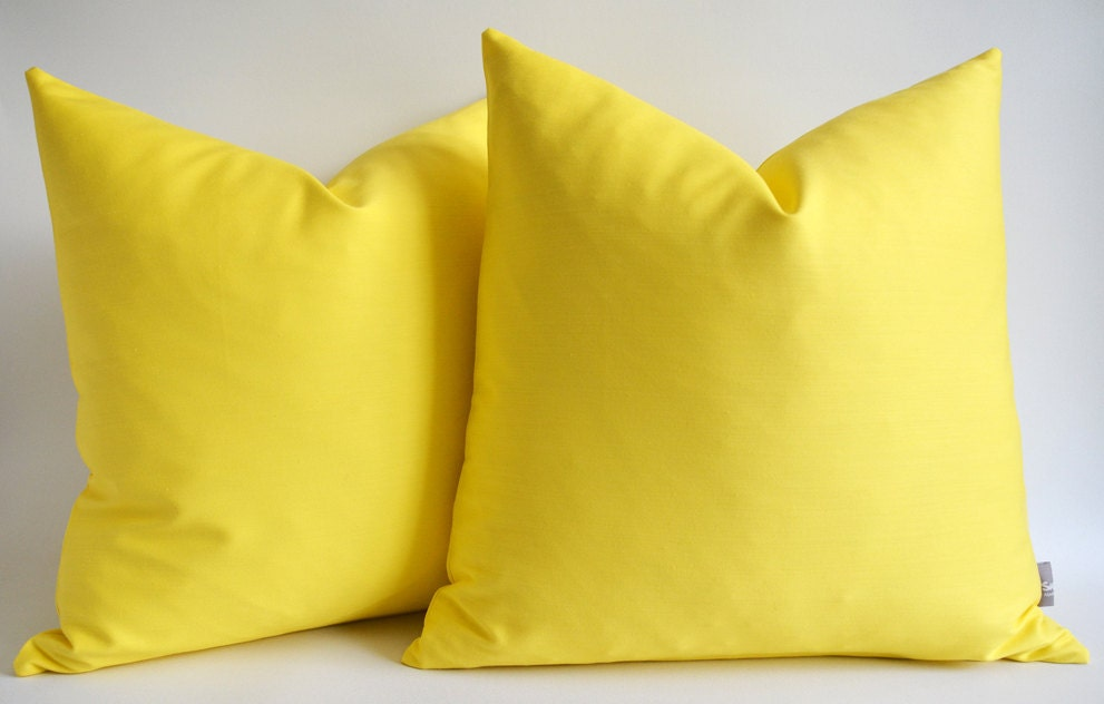 Throw Pillow Yellow : Yellow Decorative Pillows Interior Home Design Home Decorating
