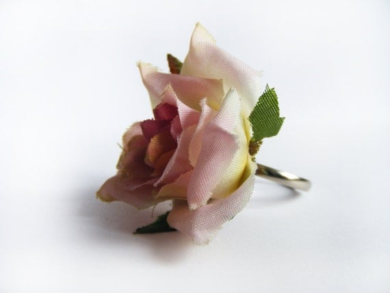 This is really fashionable rose ring in shabby cottage chic style
