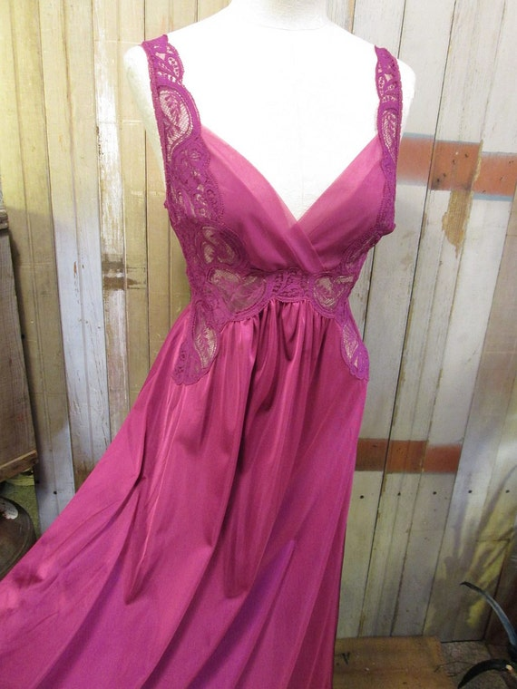 Rare Vintage Violet purple Olga Long Nightgown huge Sweep M L 92060