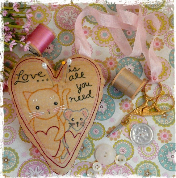 Love Cat Mouse pincushion scissor fob PDF Pattern - embroidery stitchery Chatelaine instant download ribbon primitive