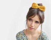 Yellow hair bow / Hand Crocheted - Plexida