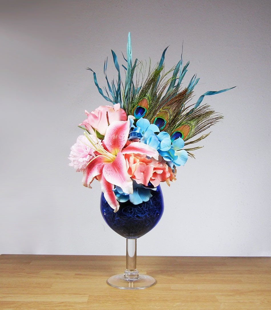 New Peacock Feather Blue And Pink Flower Floral Arrangement In Wine Glass Vase Ebay