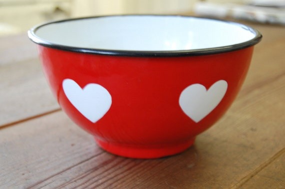 Red vintage enamel bowl, white hearts decoration
