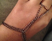 Edgy bracelet with connected ring