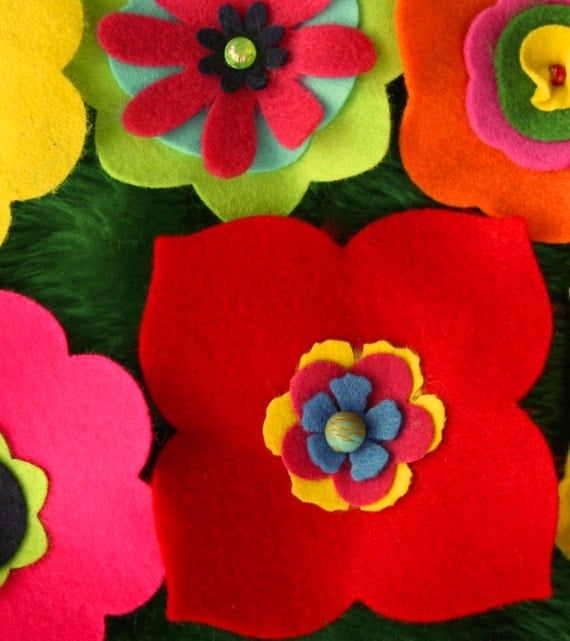Blossoming felt flower blanket