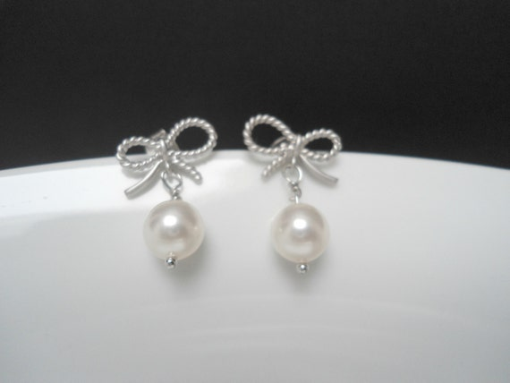 Bow pearl earring , Pearl bow earring , pearl silver earring , silver bow earring , metal bow earring matte silver