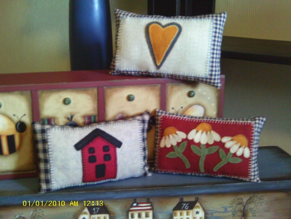 Heart, Home and Daisy Pillows.
