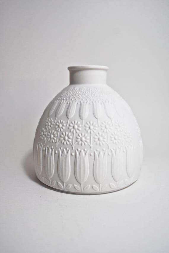 Vintage Nanny Still Mid Century Matte White Porcelain Vase Heinrich Germany