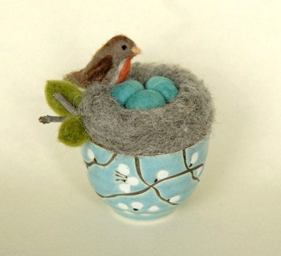 Robin's Nest with Eggs,  Needle Felted Nest and Bird, Robins Egg Blue