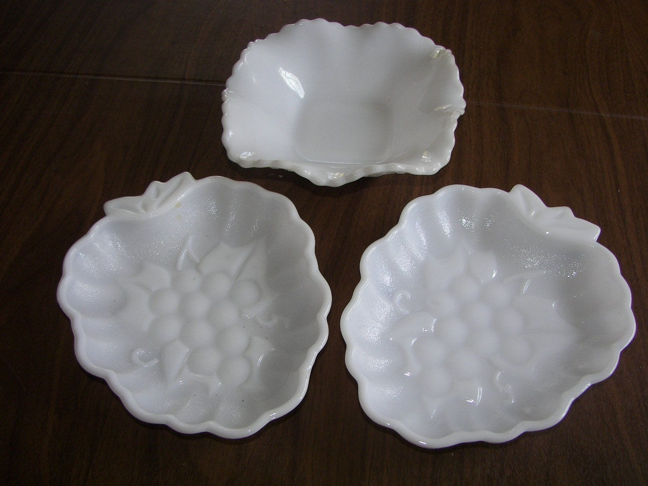Vintage white milk glass LOT 3 dishes Bowl+ 2 Strawberry ...
